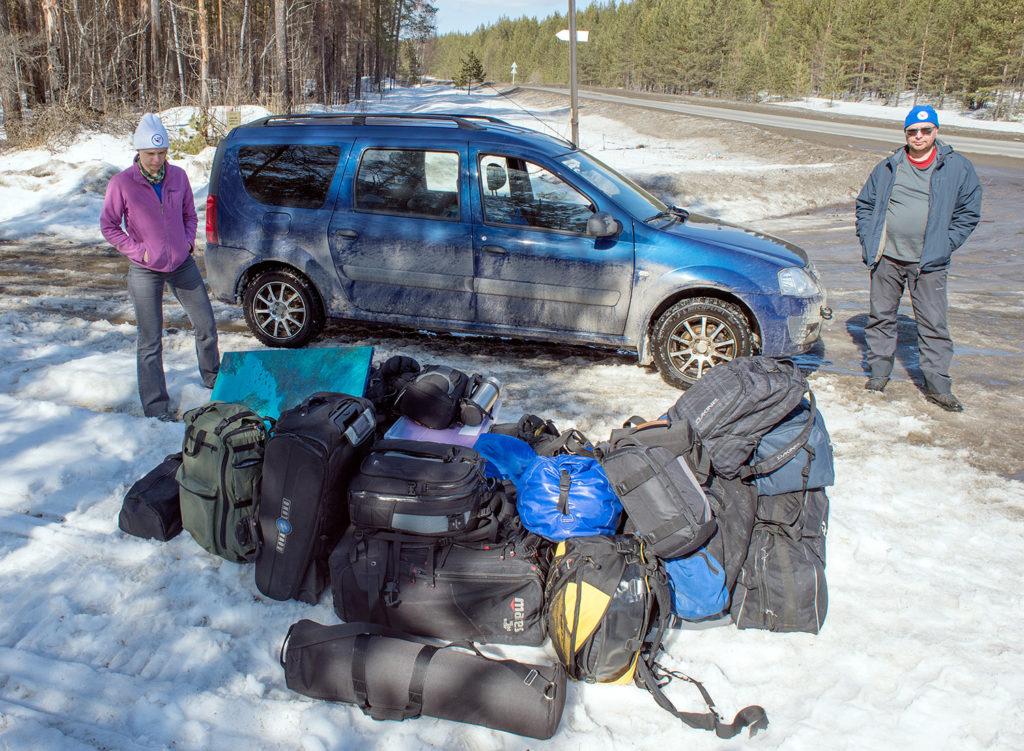 Богдана, Кирилл и Витя уезжают в Москву на машине.